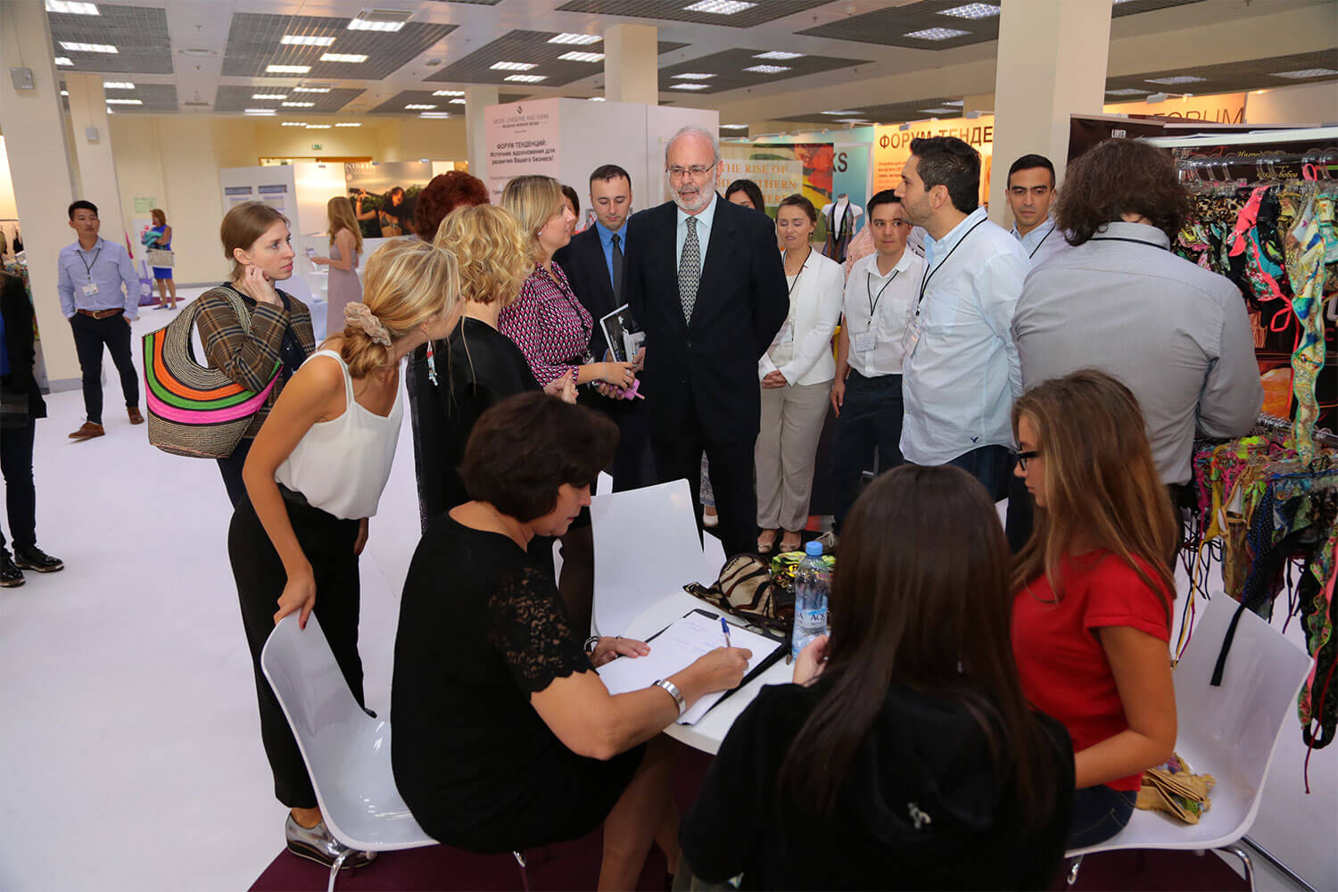 Colombia-ambassador-and-exhibitors (1)